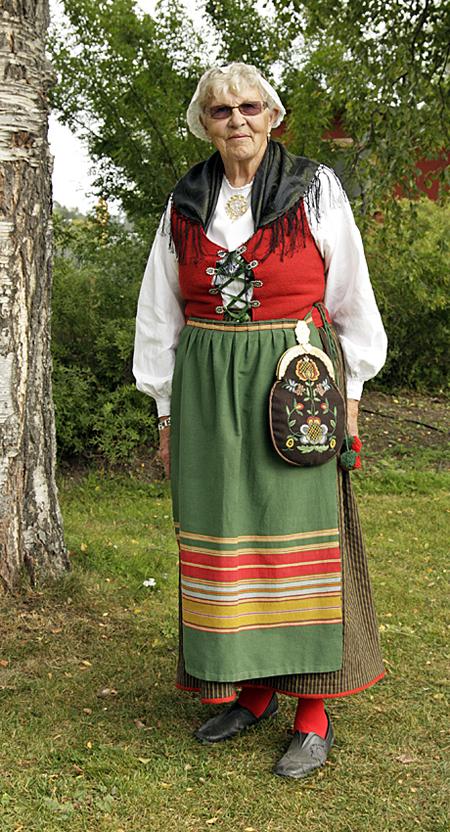 Oviken sockendräkt buren av Gölin Ottosson