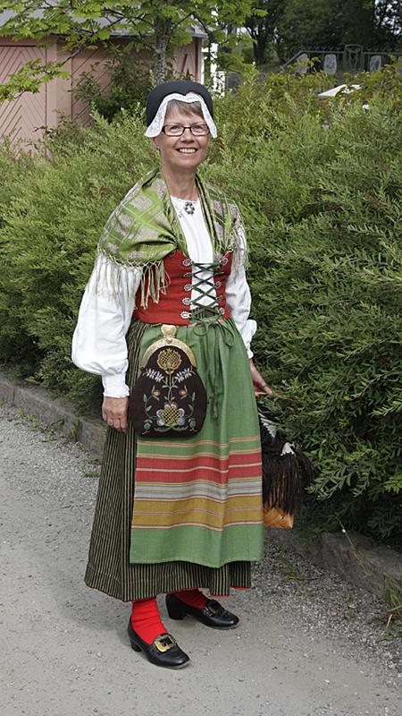 Oviken sockendräkt buren av Karin Jirdén